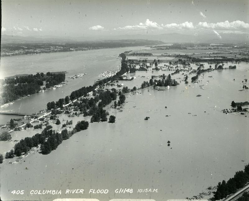 Oregon City during flood, photo 2
