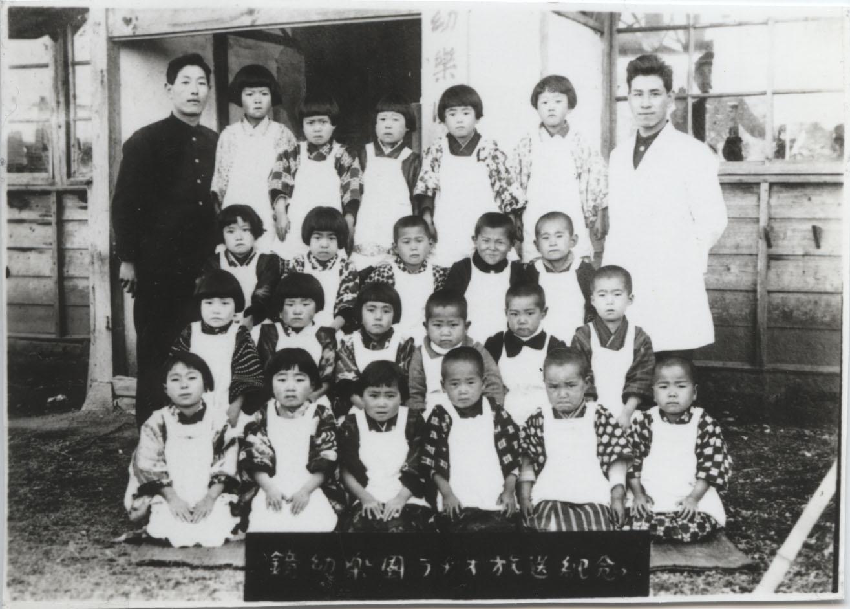 Yoshio Iwanaga with kindergarten class, Kumamoto Prefectures, 1920s<br />