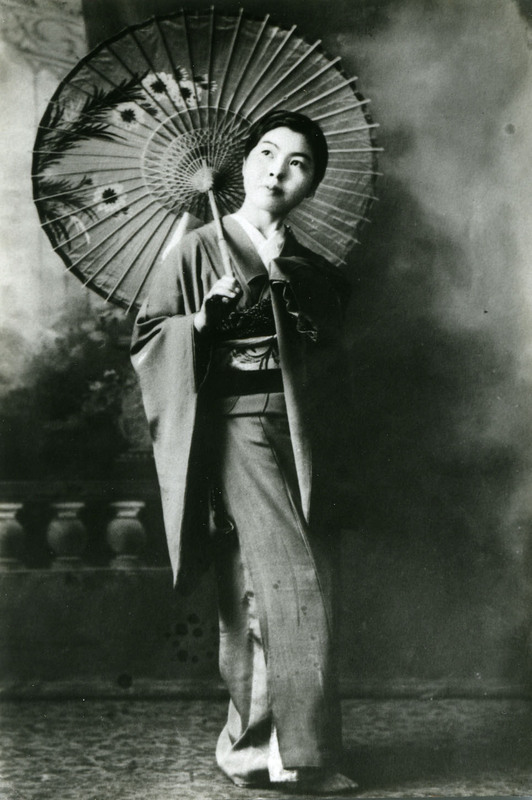 """Solo dancer for the classical dance Yanagi no Ame (""""Willow in the Rain"""") at the doyo buyo recital in Vancouver, British Columbia, 1933"""