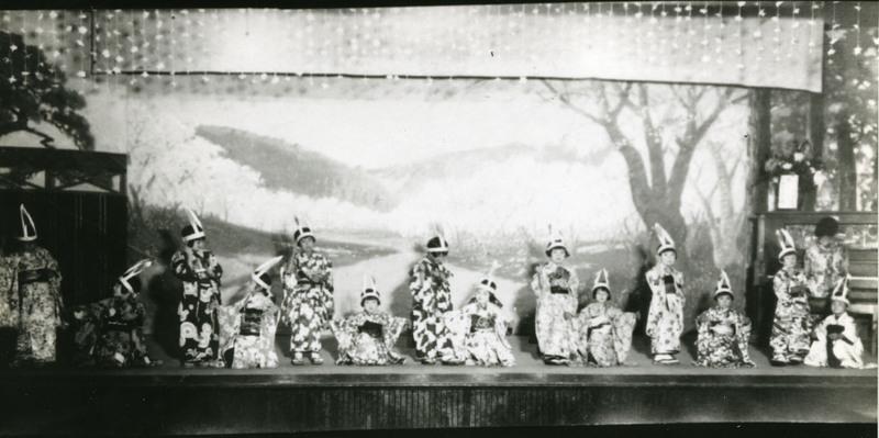 "Doyo buyo recital performance of Usagi no Mochitsuki (""Rabbit Pounding Rice for Mochi""), 1930s."