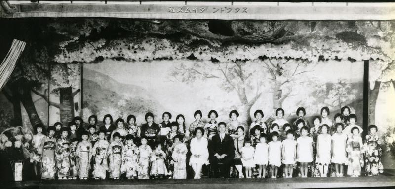 Doyo buyo recital in Stockton, California, after 1935. Photo by the Stockton Times Company.